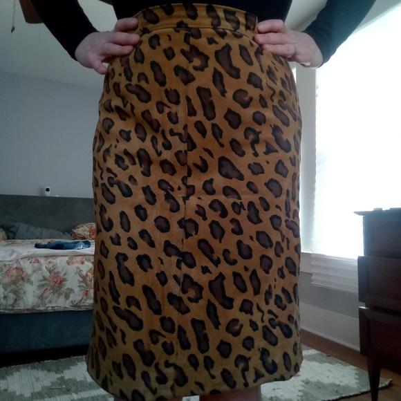 bagatelle Dresses & Skirts - Vintage Bagatelle Leather Leapard Pencil Skirt